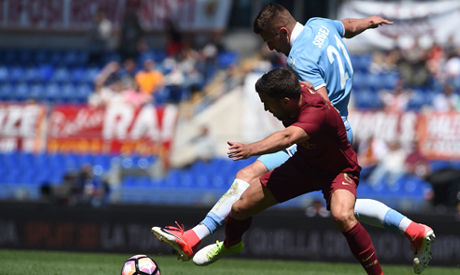 Dive? Kevin Strootman wins penalty against Lazio in Rome derby