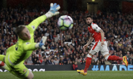 Giroud happy at Arsenal