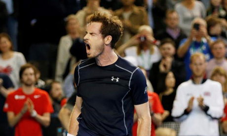 Defending champion Murray advances at Wimbledon