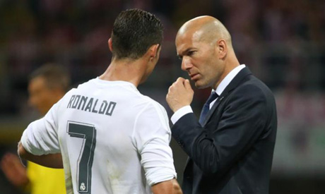 Real Madrid coach Zinedine Zidane speaks to Cristiano Ronaldo (Reuters)