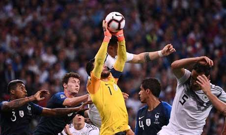 France goalkeeper Hugo Lloris (C) (AFP)