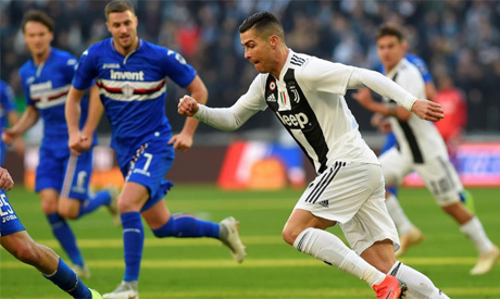 Ronaldo brace gives Juve contentious win over unlucky Sampdoria