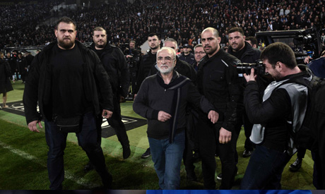 Paok president Ivan Savvidis (C) reacts by the pitch, after the referee refused to allow PAOK a last