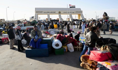 Egyptians cross from Libya