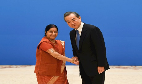 Indian Foreign Minister Sushma Swaraj (L) shakes hands with Chinese State Councilor and Foreign Mini