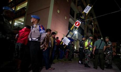 6 dead, 35 injured after terrorists attack three churches