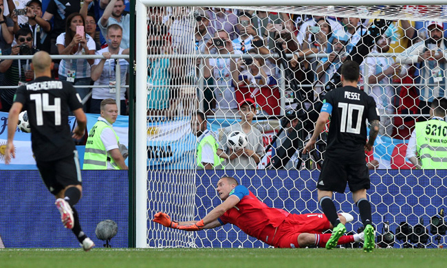 Iceland goalkeeper Hannes Halldorsson