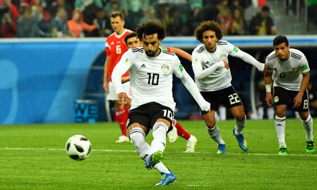 Мохамед Салах реализует пенальти в матче ЧМ-2018 Россия - Египет