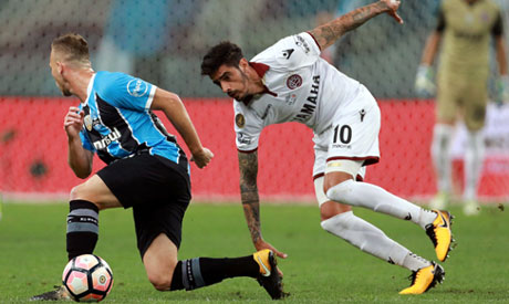 Arthur Melo (L) of Gremio and Roman Martinez of Lanus in action. (Reuters)