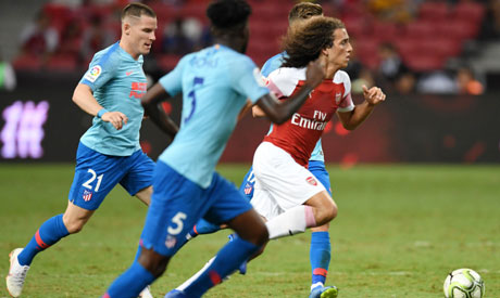 Arsenal fullback Bellerin: I can learn from Lichtsteiner