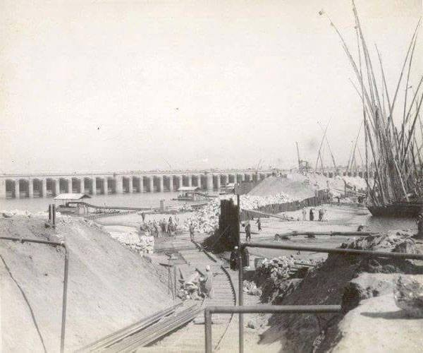 Constructing Assiut barrages