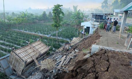Quake hits Indonesia