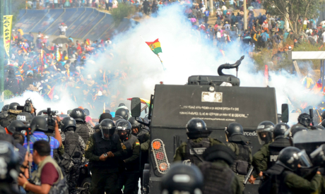 Bolivian riot police clash with supporters of Bolivia