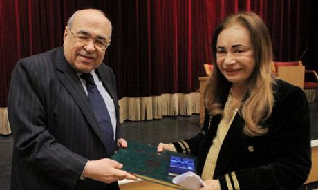 Director of Bibliotheca Alexandrina Mustafa El-Feki honours Lotus Abdel-Karim (Photo courtesy of BA