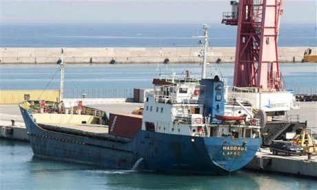 Ship deliver weapons to Libya