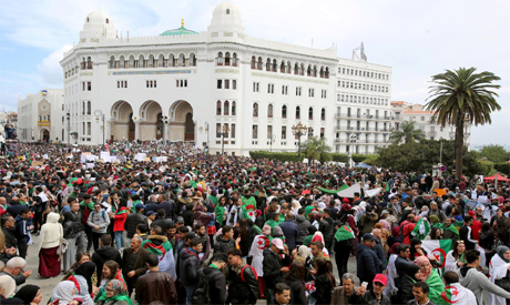 'Hundreds of thousands' of protesters demand Algerian President Bouteflika leave office