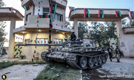 Thousands flee homes in Tripoli as fighters battle on outskirts