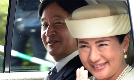 A vehicle carrying new Emperor Naruhito (L) and new Empress Masako (R) arrives at the Imperial Palac