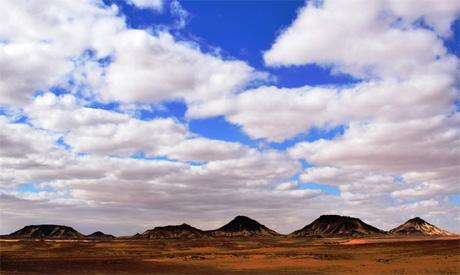The black and white Desert