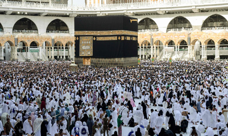 Egyptian pilgrims in good health, perform stoning of the devil