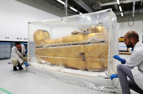 Restoration work on King Tutankhamun