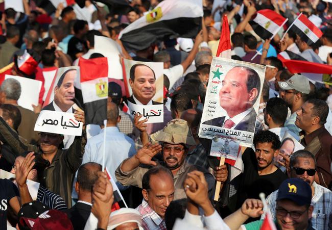 Supporters of Egyptian President Abdel Fattah Al Sisi chant slogans in Cairo, Egypt September 27, 20