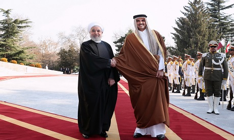 Rouhani shakes hands with Emir of Qatar Sheikh Tamim