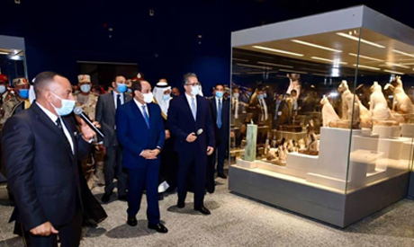 Al-Sisi and El-Enany in a tour of the Sharm El-Sheikh Museum