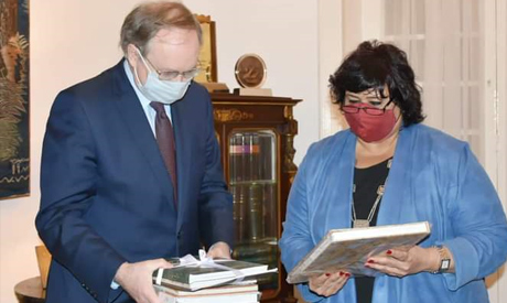 Minister of Culture dedicates Head of the EU Delegation a collection of the ministry