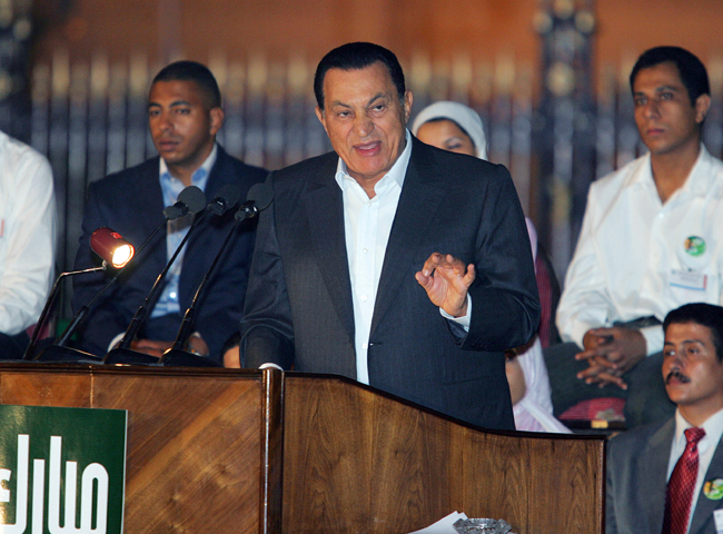 FILE PHOTO: Egyptian President Hosni Mubarak (C) speaks to supporters during a rally in Cairo, Egypt