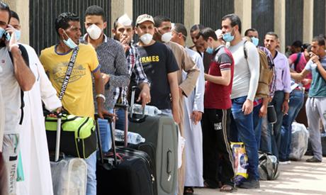 Egyptians queue