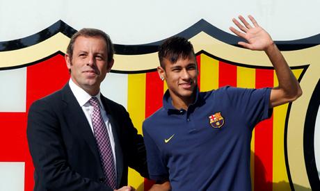 FILE PHOTO: Brazilian soccer player Neymar (R) shakes hands with Barcelona