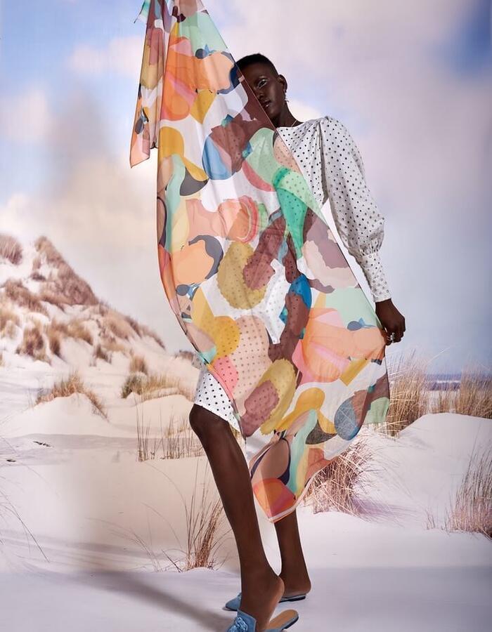 motifs of social distancing by Sara Onsi