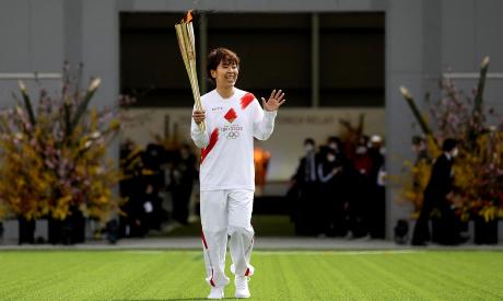 Azusa Iwashimizu carrying the Olympic torch