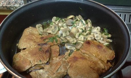 Veal steaks and mushrooms in lemon sauce