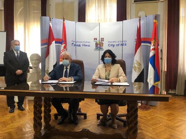 Egypt's Governor of South Sinai Khaled Fouda and Mayor of Serbian Nis City Dragana Sotirovski