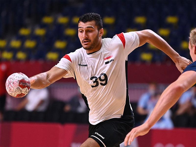 Egypt s left back Yehia Elderaa is challenged during the men s preliminary round group B handball ma