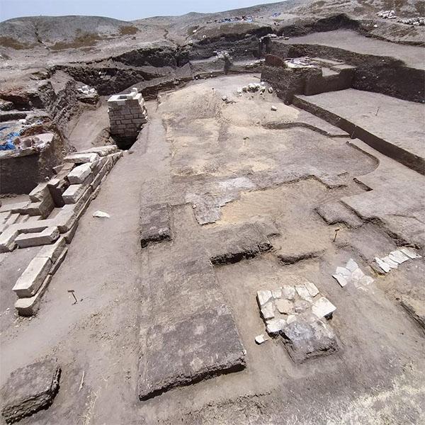 Pharaohs Hill          temple
